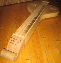 HUMMEL. Ancient string instrument from northern Europe, particularly in Scandinavia. It falls into the category of plucked instruments (zither). It has six strings which run along the box tuned at different pitches. The vibration of these strings gives it sound like a buzz. It seems to have been a forerunner of other European instruments like the dulcimer. Depending on location, different names: Cythera (Hungary), épinette of vogues (France), langspil (Iceland), langeleik (Norway), humle…