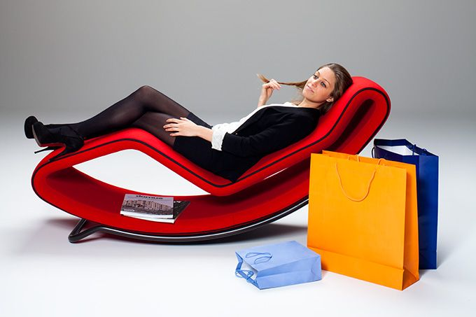 """Undressing it is also very easy: the zipper perfectly follows the soft shapes, a detail that embellishes the chaise-longue. """"Monza"""" can take on different positions, all stable and comfortable: for reading, enjoying a snack during a football game, or for pleasantly dozing off to the humming of the engines during a Formula 1 Grand Prix."""