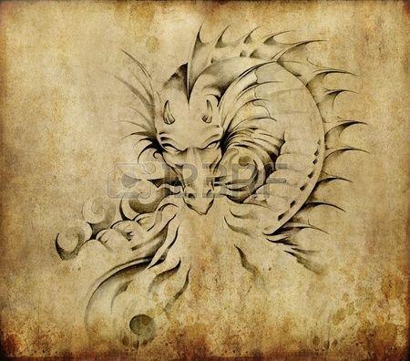 Tattoo kunst schets van een draak over vuile achtergrond Stockfoto