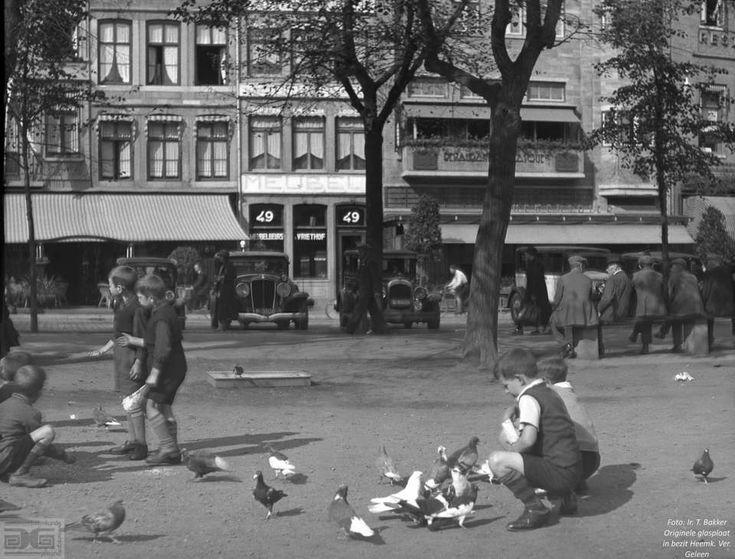 Een sjieke glasplaat van de Vriethof in ca. 1933.