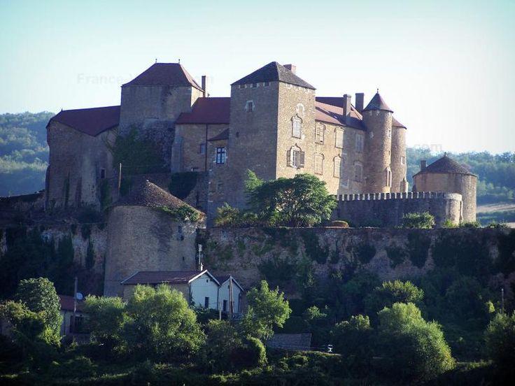 Het kasteel van Berzé-le-Châtel: Kasteel van Berzé-le-Châtel: Middeleeuwse burcht (kasteel) op een rots, in de Mâconnais - France-Voyage.com