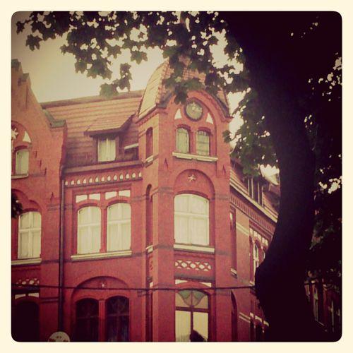 Kamienica z czerwonej cegły przy ulicy Mickiewicza │ fot. diabli nadali