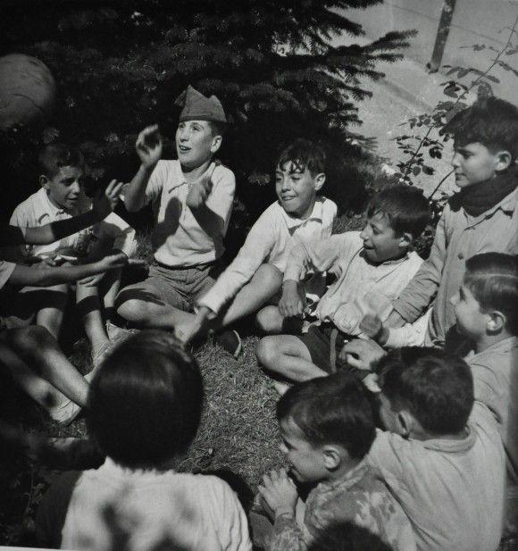 ROBERT CAPA.ORFANATO. EU-topías: Robert Capa, las paradojas de un fotógrafo bipolar en la Guerra Civil española