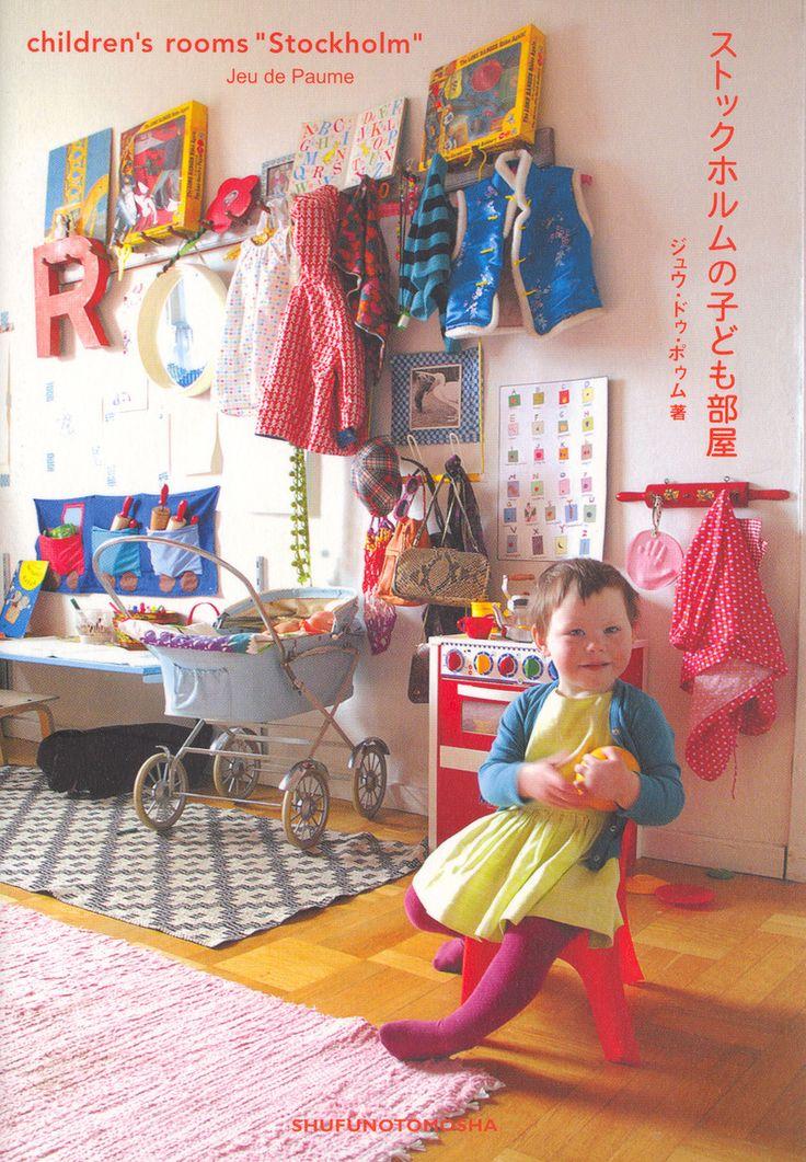 Vähän ehkä liikaa mutta niin onnellinen huoneen omistaja:) lastenhuone saa näyttää asukeiltansa