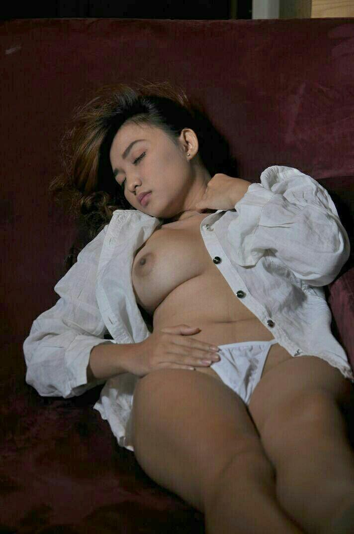 Foto Telanjang Model Popular Magazine Farren Violetta