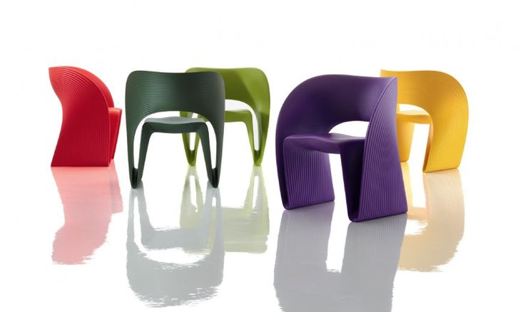 Low chair. Material: rotational-moulded polyethylene. Suitable for outdoor use.