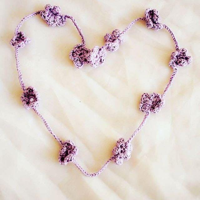 Corona de flores para el cabello. DECORAzon personaliza y elabora a mano este accesorio tan de moda para ti o tu bebé  #decorazon #soydecorazon #detodocorazon #crochet #tejido #corona #flores #hechoamano #handmade #Colima