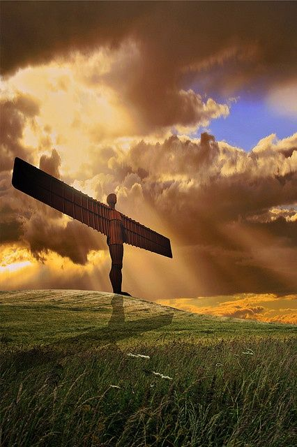 England Travel Inspiration - Angel of the North ♥ - this steel statue stand 20 meters high and has a wing span of 54 meters...it was commissioned in 1994 and installed in 1998...