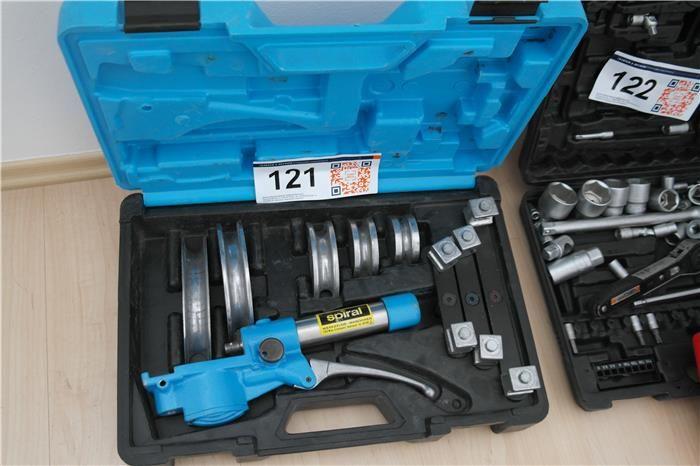 Karner & Dechow Industrie Auktionen - Handhydraulisches Rohrbiegegerät Spiral im Kunststoffkoffer mit diversen Matrizen und Einsätzen - Postendetails
