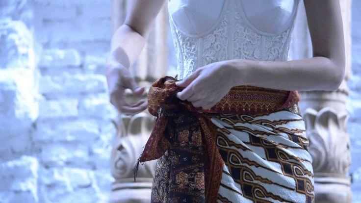 Tutorial Memakai Kain Batik Sebagai Rok Draperi Padanan Kebaya