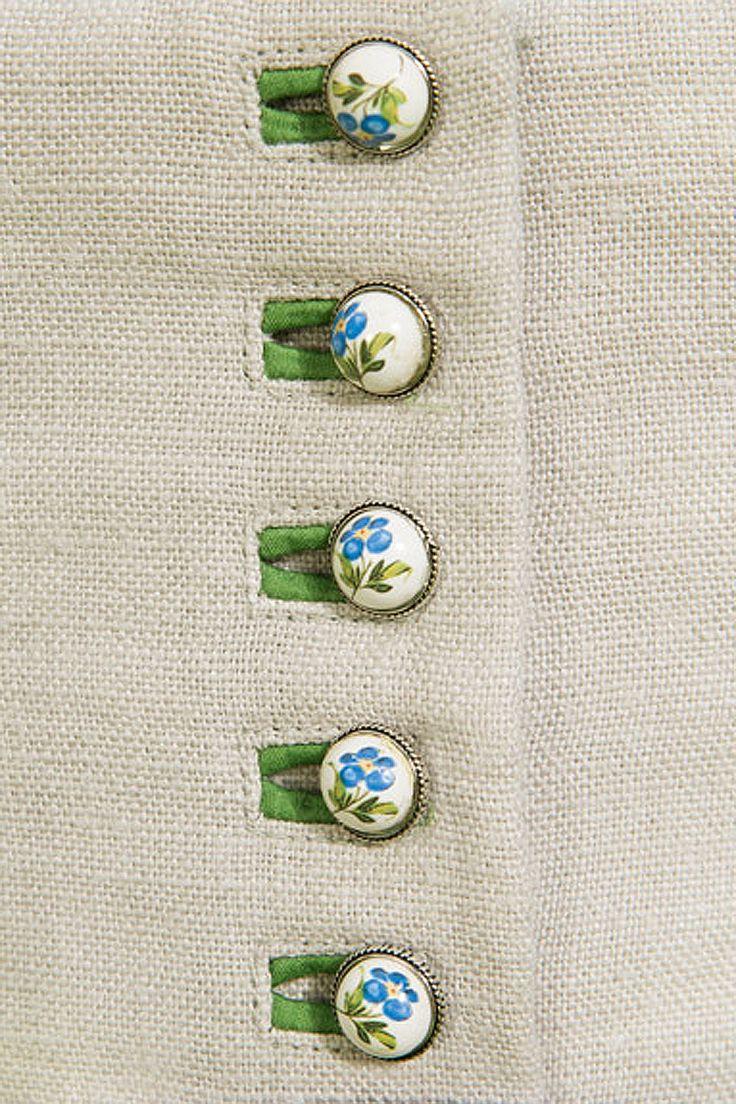 Dirndl :: Almwiesendirndl - Gössl mit handgemalten Keramik-Knöpfen