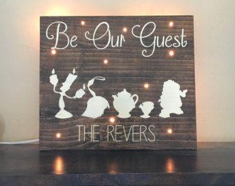 Werden Sie unser Gast-Holz-Schild  Disney inspiriert Holz
