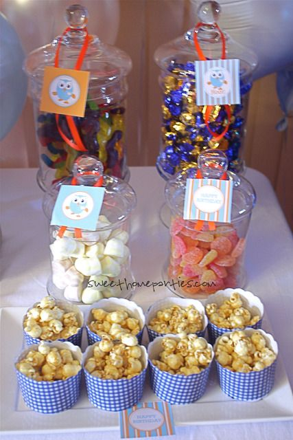 Giggle and hoot party: popcorn in cupcake pans