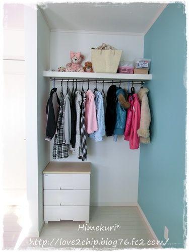 Himekuri * 子ども部屋をIKEAのシェルフで間仕切り。 狭い空間なので、あえて建具をつけずにオープンにしました。 季節外のものやあまり使わないものなどは全部床蔵に収納しているので、これで十分です。
