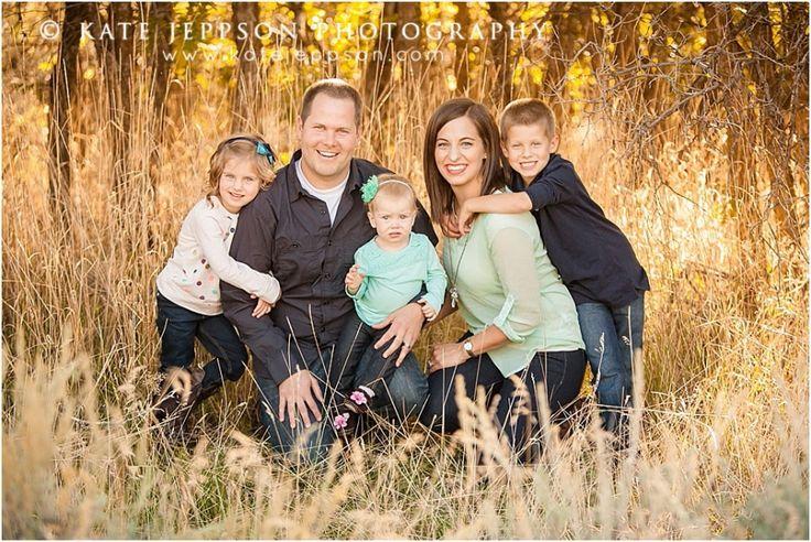 LOVE their family pictures! #familyphotos  Utah family photography | family photography | fall family photos | family of 5 | family posing ideas  | Kate Jeppson Photography  www.katejeppson.com www.katesphotoblog.com