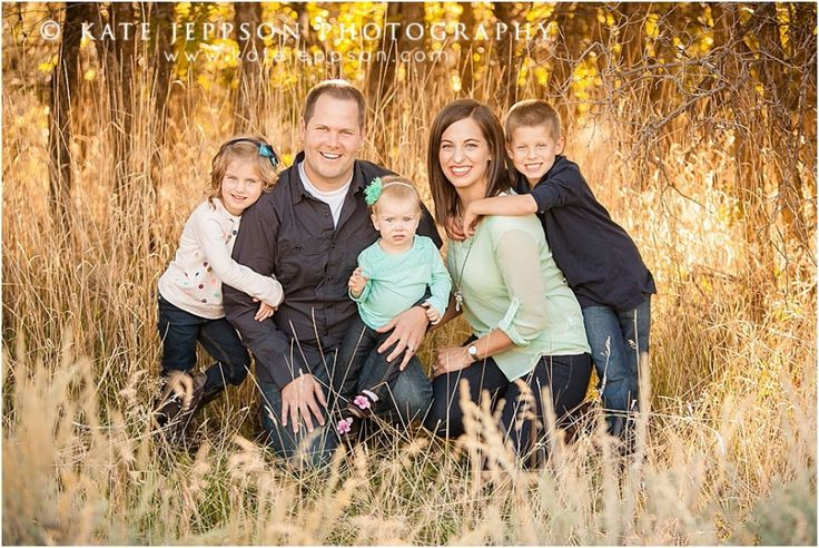 LOVE their family pictures! #familyphotos  Utah family photography | family photography | fall family photos | family of 5 | family posing ideas  | Kate Jeppson Photography  www.katejeppson.com www.katesphotoblog.com