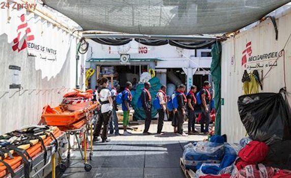 EU přitvrzuje ve sporu o uprchlíky. Východní členové narazili u komise i soudu
