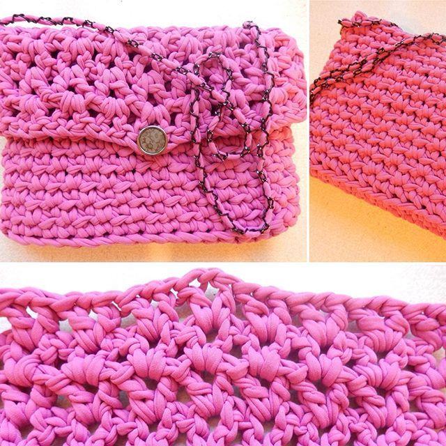 Сумочка для молодой особы, связана специально под лиловое платье. Пряжа Лента, цвет лиловый. Расход - меньше одного мотка. Для заказа пряжи контакты в шапке профиля.