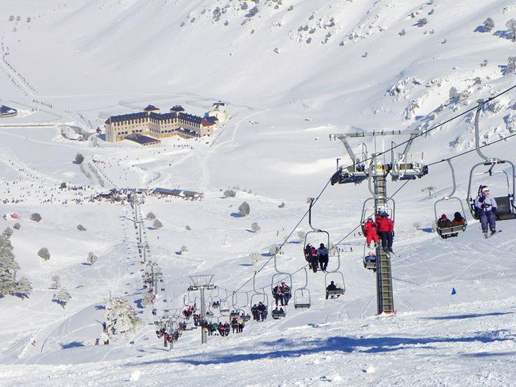 Kış gelsin, kar yağsın diye bekleyen kayak düşkünleri; Sirene Davras Otel heyecan dolu tatilinize konfor katan konaklamalar sunuyor. bit.ly/MNGTurizm-sirene-davras-hotel-s