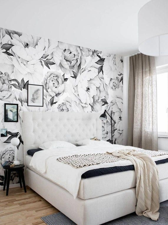 72 Luxury Black And White Bedroom Style Ideas Bedroomdecor Master Suitedesign Bedroomde Accent Wall Bedroom Romantic Bedroom Decor Floral Wallpaper Bedroom