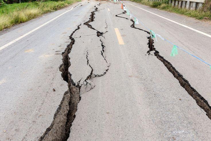 Jepang dilanda gempa berkekuatan 66 SR  TOKYO (Arrahmah.com) - Gempa berkekuatan 66 Skala Richter (SR) mengguncang Jepang di wilayah bagian Timur pada Jumat (21/10/2016) sore waktu setempat.  Gempa tersebut berpusat di Tottori 700 kIlometer dari Tokyo dengan kedalaman 10 kilometer.  Akibat gempa tersebut sebuah rumah roboh dan juga menyebabkan bebarapa kebakaran. Belum ada peringatan adanya potensi tsunami. (fath/arrahmah.com)  from Arrahmah.com http://ift.tt/2dttrKt via IFTTT