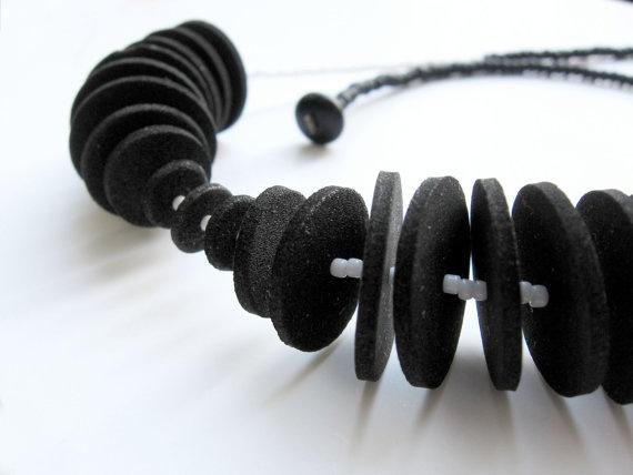 geometric minimal necklace with black circles and by pergamondo