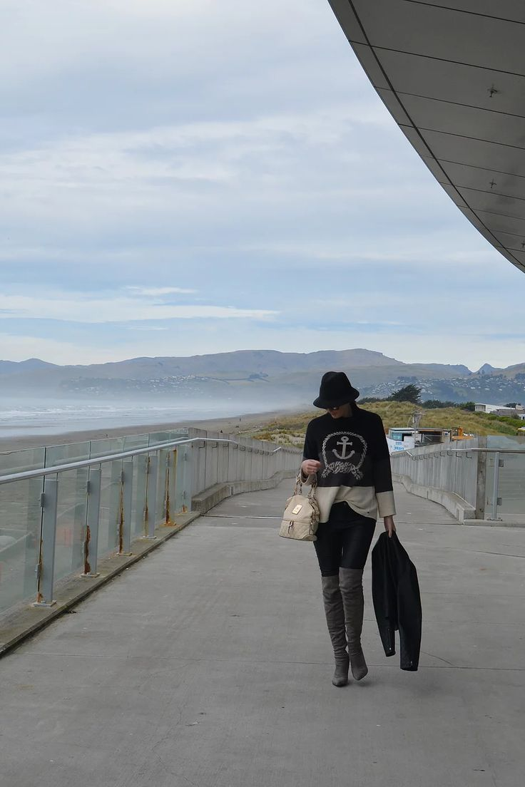 Visit New Brighton in Christchurch on a gloomy day and enjoy the moody, wild waters and pier    https://www.life-downunder.com/single-post/2017/04/21/New-Brighton-in-New-Boots