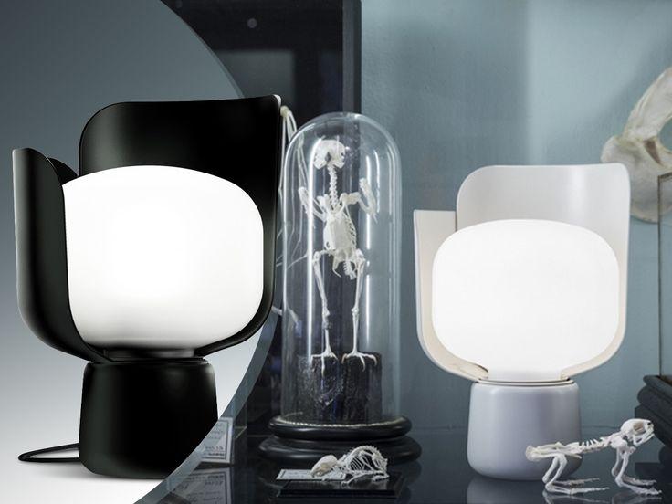 Lampa niczym kwiat... płatkami klosza możesz regulować intensywność światła ! #Blom #FontanaArte → http://bit.ly/lampa-blom