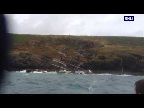 Redding van 30 mensen vanaf het zinkend zeilschip de Astrid bij de Ierse kust  24 juli 2013