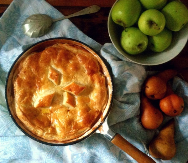 Apple and Pear pan pie - http://hometalk.homechoice.co.za/content/apple-and-pear-pan-pie