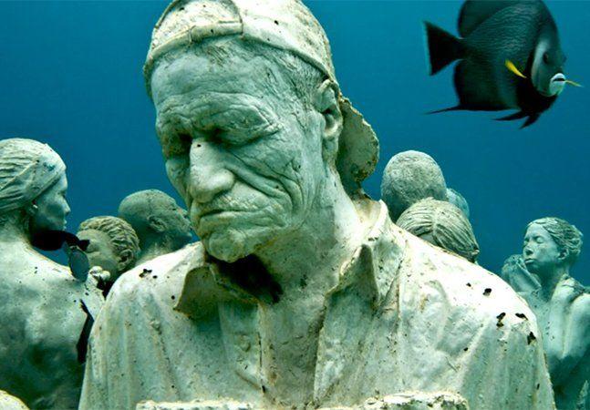 Cansado dos museus tradicionais? Que tal admirar obras de arte expostas em um lugar completamente diferente? Quem convida para uma experiência totalmente diferente é o escultor Jason deCaires Taylor, co-criador de um parque e um museu subaquáticos. O primeiro é o Molinere Underwater Sculpture Park, localizado em Granada, no Caribe. Inaugurado em 2006, o parque tem como objetivo levantar atenção para os riscos que corremos ao explorar as barreiras de coral, importantes para o ecossistema…