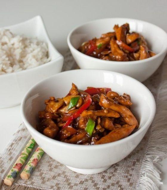 Стир-фрай из курицы с грибами и сладким перцем