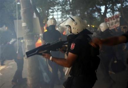 Riot police enter Gezi Park at Taksim Square in Istanbul June 15, 2013. REUTERS-Murad Sezer