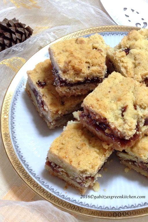 Prajitura Ceheasca- O prajitura simpla cu nuca si gem care ne aduce aminte de prajiturile sasilor din Ardeal, doar ca reteta vine din Minnesota.