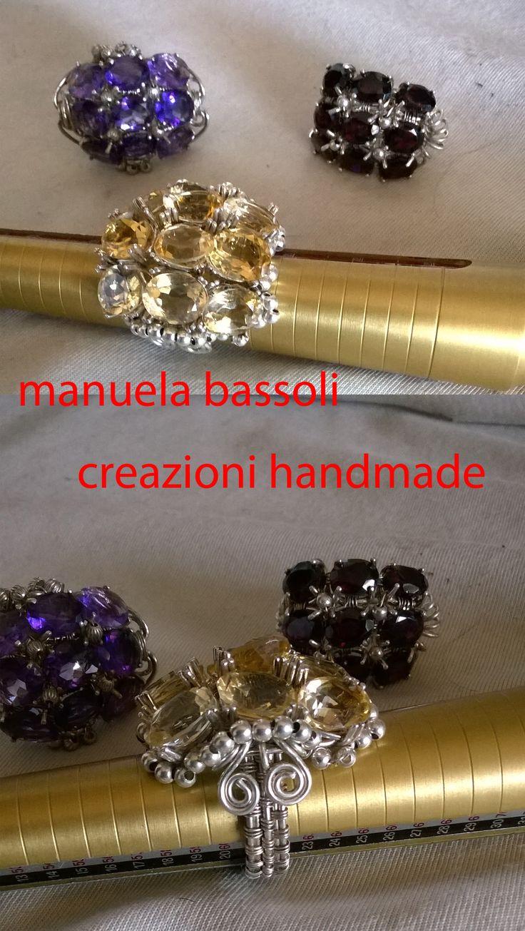 anello in argento 925 e topazio citrino realizzato con tecnica wire, sul retro…