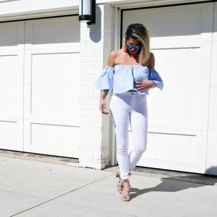 Pantalon blanc  haut à épaules dénudées  #lookdujour #ldj #offtheshoulders #trend #summer #fashion #style #outfitinspo #outfitideas #whitepants #regram  @thestylemogul