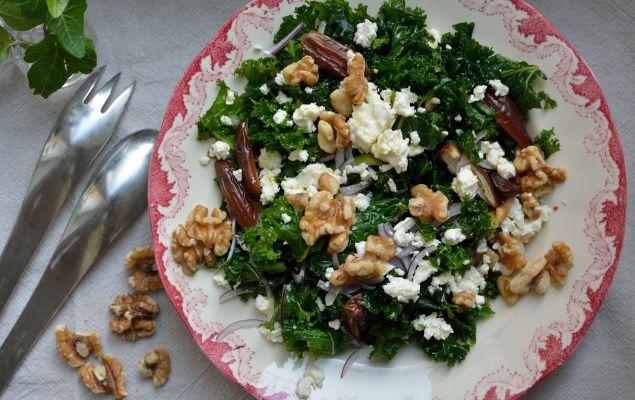 Grönkålsallad med Feta, valnötter & dadlar | Larsa Foods