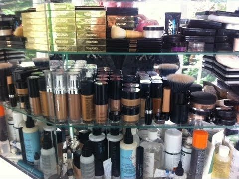 GossMakeUpArtist's MAKEUP COLLECTION & STORAGE!Just remember he is a professional makeup artist! There is no lesson here but his collection is fabulous & its way more organized than my makeup collection ~ Kel