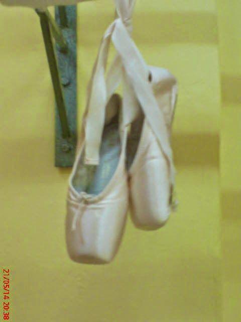Χορεύοντας...: Χορεύοντας πάνω στις...πουέντ!!!