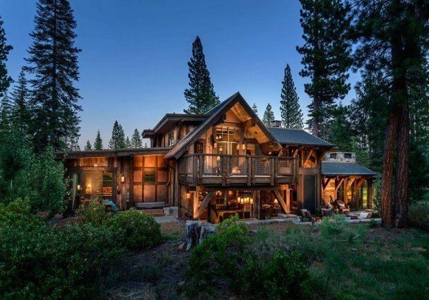 Drewniany dom za miastem, proj. Walton Architecture