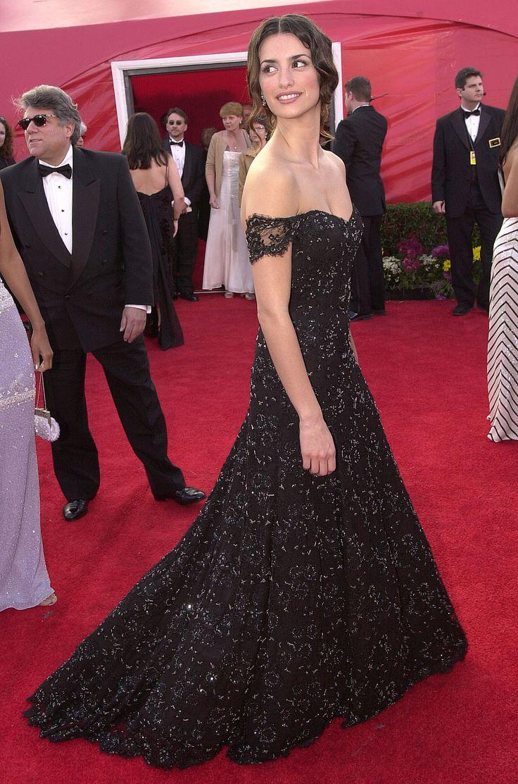 Penelope Cruz, 2001  In Ralph Lauren, looking like the heroine of a Civil War romance novel.