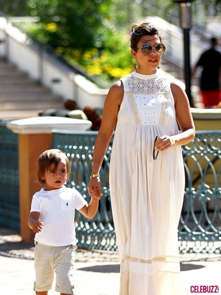 I love how Kourtney has dressed while pregnant, very old fashioned and of course I love Mason, they way he acts on the show reminds me of D!!