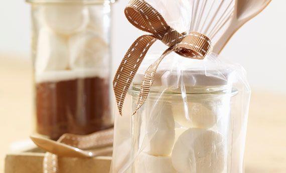 Marshmallow con fonduta di cioccolato in barattolo