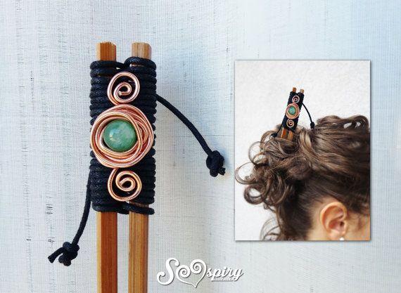 Spillone per capelli di stile hippy o etnico, per tenere fermi i tuoi capelli in modo originale. Pezzo unico. E costituito da due bacchette cinesi di