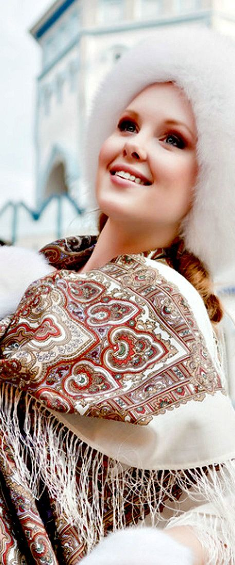 Pavlovo Posad shawl - traditional folk fashion | The House of Beccaria