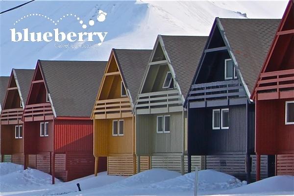 Abbiamo intervistato Kjersti Ellen Norås responsabile dell'Ufficio turistico delle Svalbard che vive a Longyearbyen e le abbiamo posto un po' di domande su cosa significa vivere in cima al mondo, ad un passo dal Polo Nord. Una bella intervista che ci fa conoscere meglio i mondi artici e che proponiamo in due episodi.