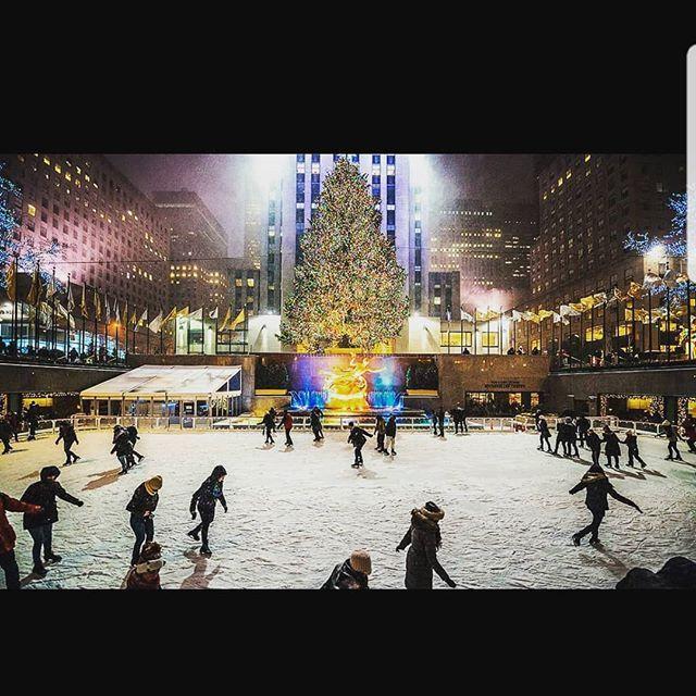 Christmas in New York  . . ift.tt/2S138vA #honeymoonamerica #honeymoon #couple #couplesgoals #travel #destinations #life #engagement #shesaidyes #marr…