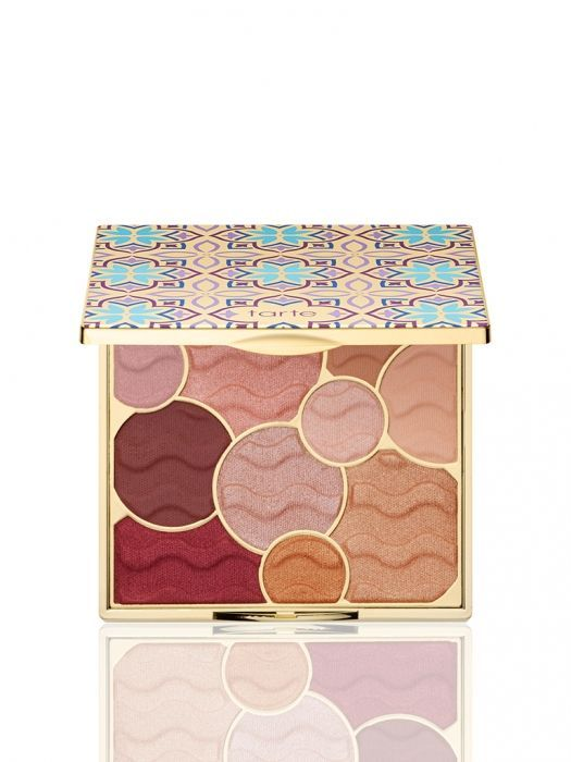 The Tarte Holiday 2017 Collection dropped today and it included a new gorgeous Buried Treasure Eyeshadow Palette I need to get my hands on. If the formula