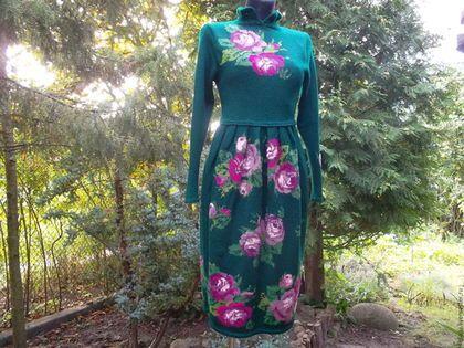 Купить или заказать Платье из натуральной шерсти с шелком Roses в интернет-магазине на Ярмарке Мастеров. Великолепное платье из натуральной шерсти с шелком. Авторская ручная работа. Платье выполнено тонкими спицами №1 в сложной технике 'художественная интарсия'. Модель с завышенной линией талии. Юбка в форме тюльпан. Пряжа очень мягкая,пластичная, приятная в носке.
