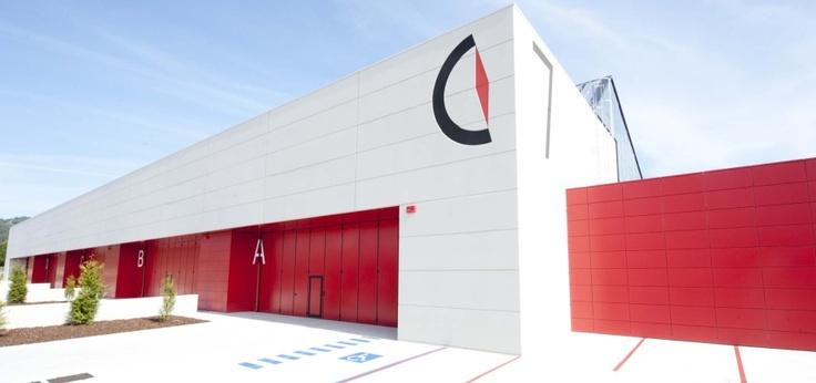 #PortodoMolle y #AngelMir. El fabricante de #puertas industriales Angel Mir suministró sus puertas al polígono de suelo industrial y empresarial #PortodoMolle de #Vigo #puertasplegables #puertasautoportantes #door #foldingdoor #Spain